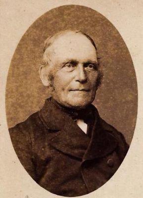 Gerrit-Aljes-van-Tuinen--de-oude-schoolmeester-uit-Ballum-geboren-in-Kollum--04-12-1813-en-overleed-in-Ballum-op-29--11-1905